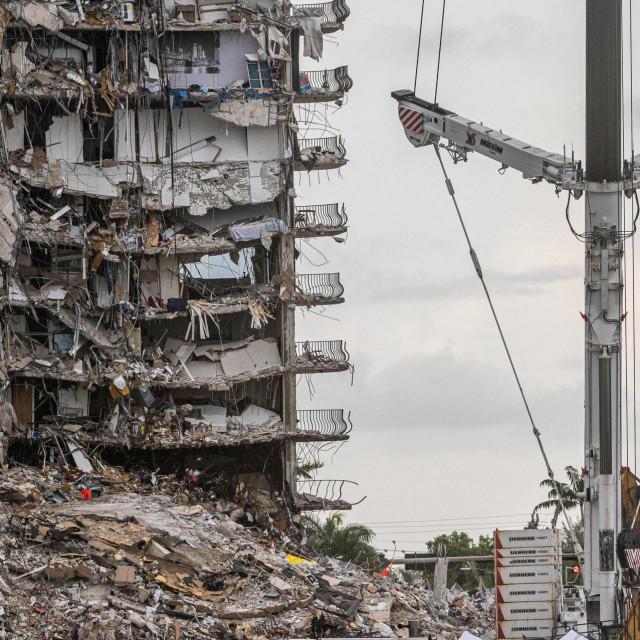 Ostaci urušene zgrade