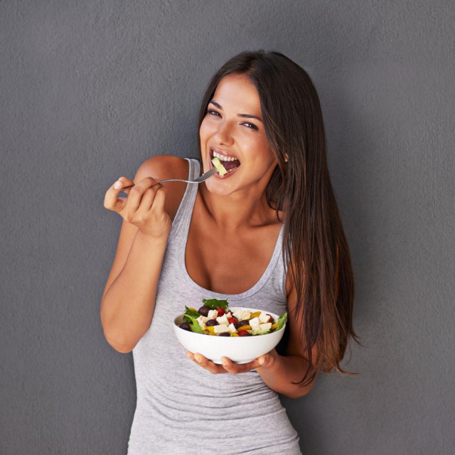 Portrait of a healthy young woman eating a salad against a gray backgroundhttp://195.154.178.81/DATA/i_collage/pi/shoots/783751.jpg