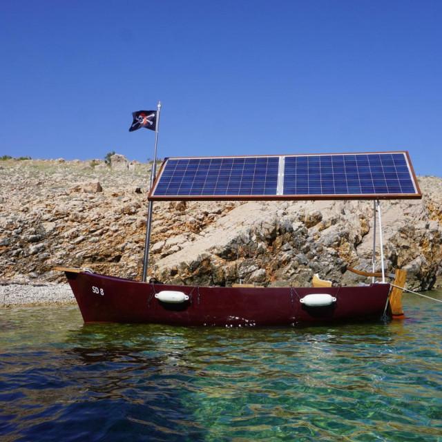 Solarna barka Tina Šturlića