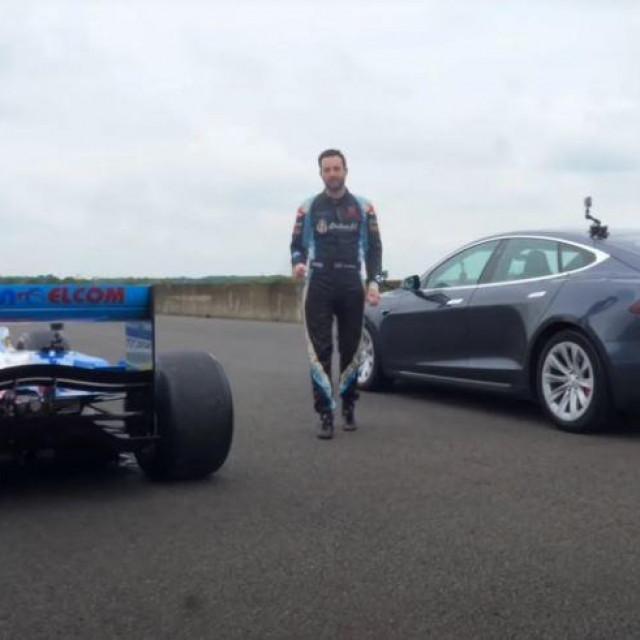 F1 Benetton i Tesla Model S (P100D)