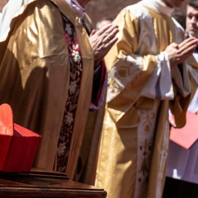 Svećenici u Poljskoj; ilustracija