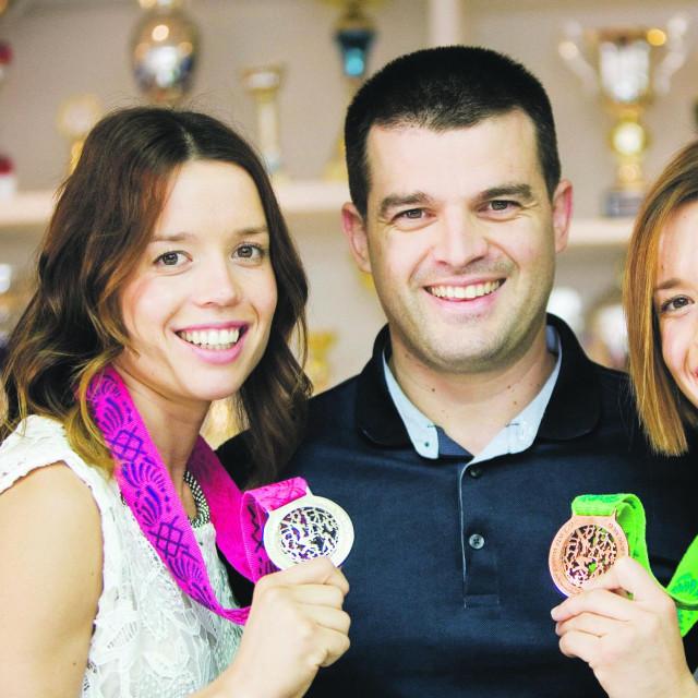 Ana Zaninović, trener Toni Tomas i Lucija Zaninović<br /> <br /> <br />