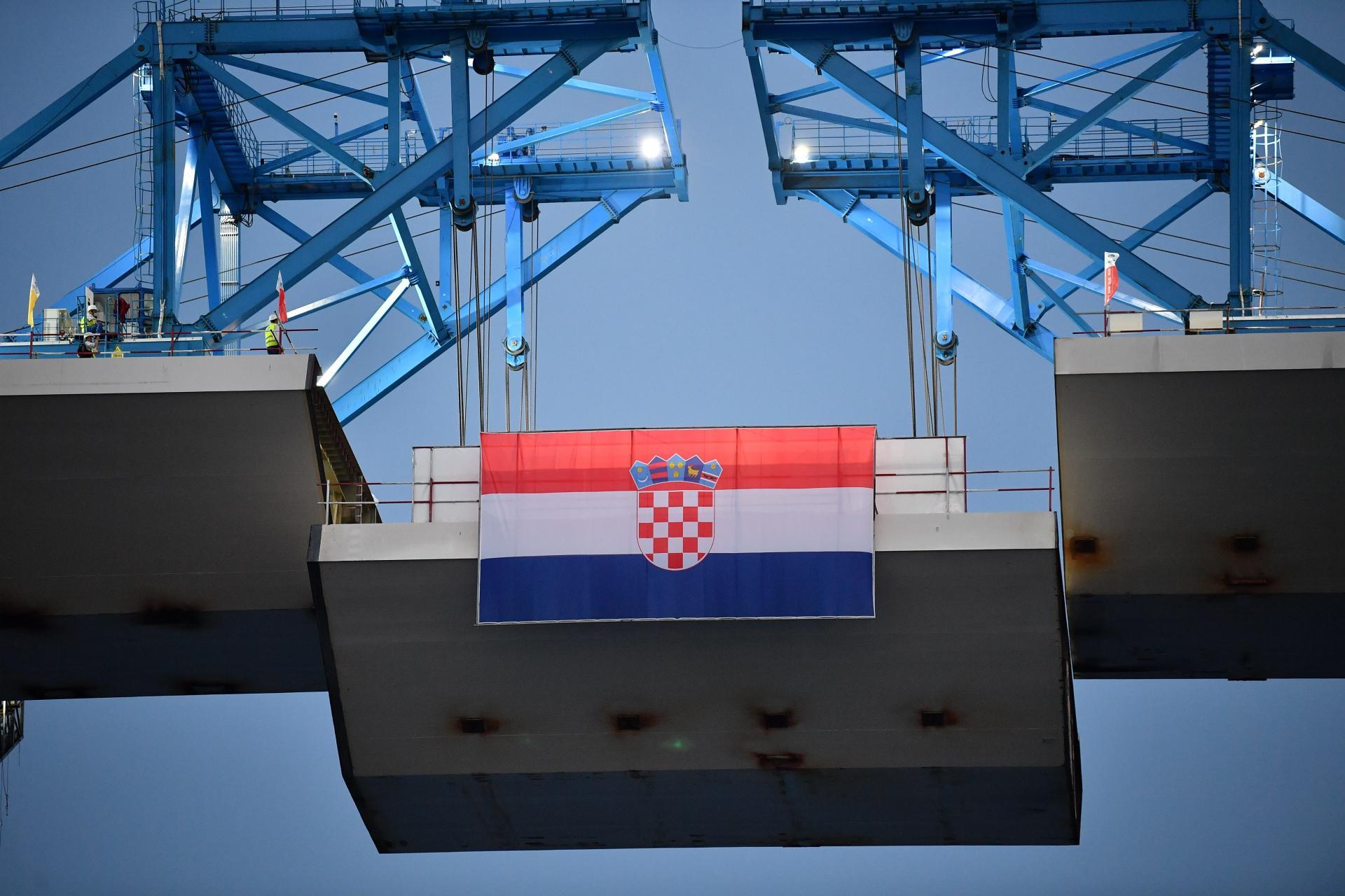 Podizanje posljednjeg segmenta čelične konstrukcije mosta    Tonci Plazibat/Cropix