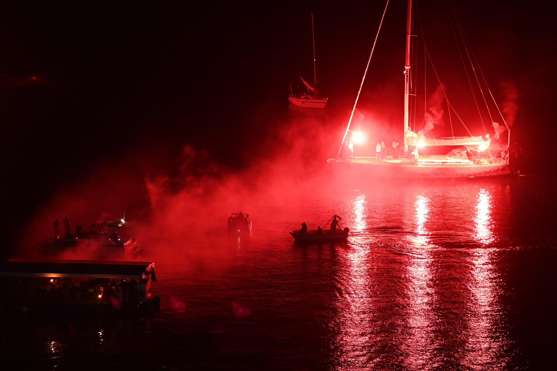 Baklje zapaljene na brodicama   Tom Dubravec/Cropix