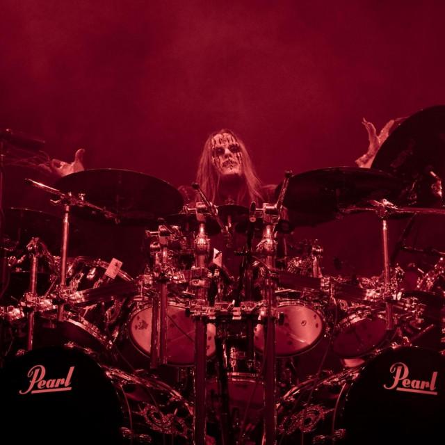 Joey Jordison tijekom nastupa u mjestu Grand Rapids 1999. godine