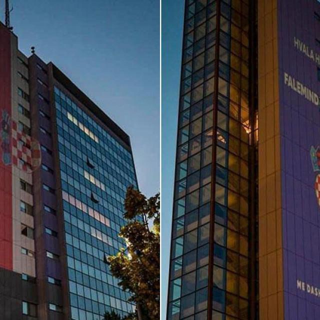 Osvijetljena zgrada kosovske vlade u Prištini