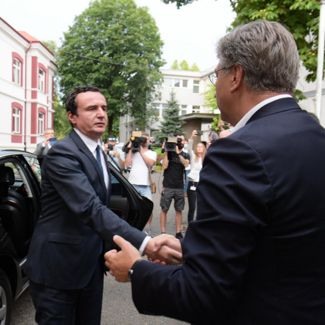 Andrej Plenković i Albin Kurti prilikom posjete ozlijeđenima u bolnici u Slavonskom Brodu