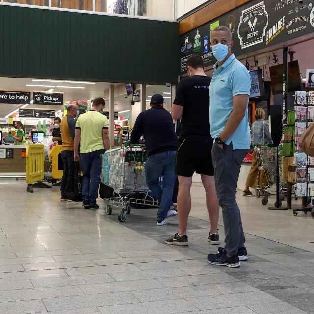 Red u trgovini u Brisbaneu