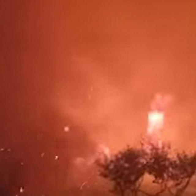 Prizori sa požarišta u Segetu Gornjem, snimljeni u ranim jutarnjim satima
