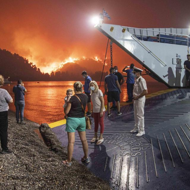 Požar pokraj sela Limni