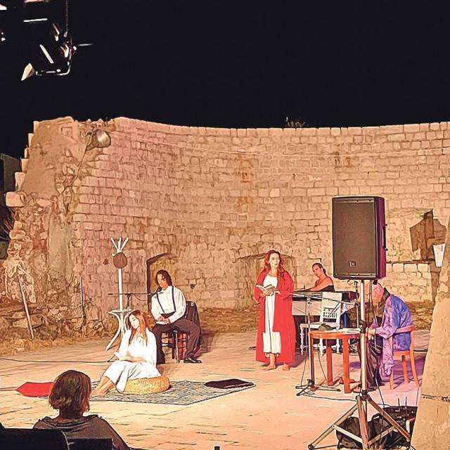predstava 'Svila'