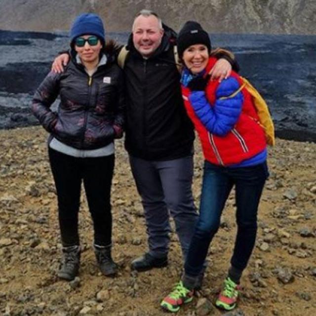 Princeza Latifa na Islandu (desno)