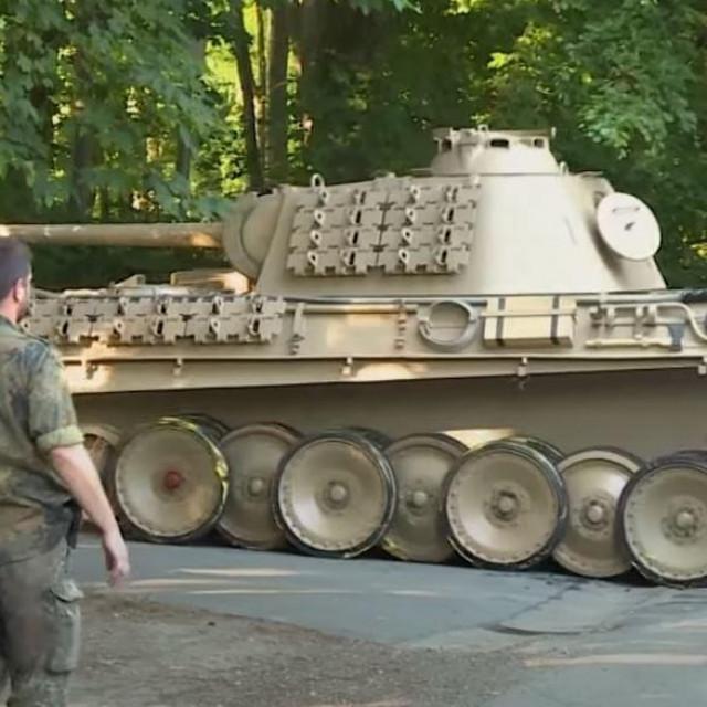 Uklanjanje tenka iz podruma