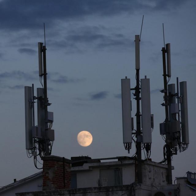 Televizijske i internet antene / Ilustracija