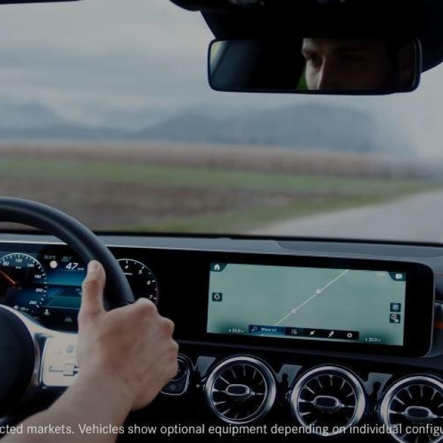 Mercedes 'Car-to-X Communication' sustav