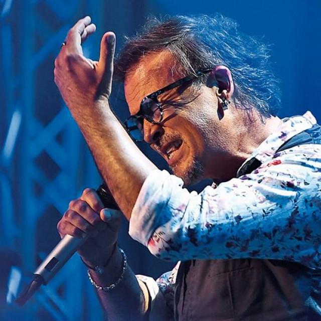 Uzor mi je Bruce Springsteen. Čovjek pjeva o životnim gubitnicima, ali tako da se prepoznaš u nekom antijunaku