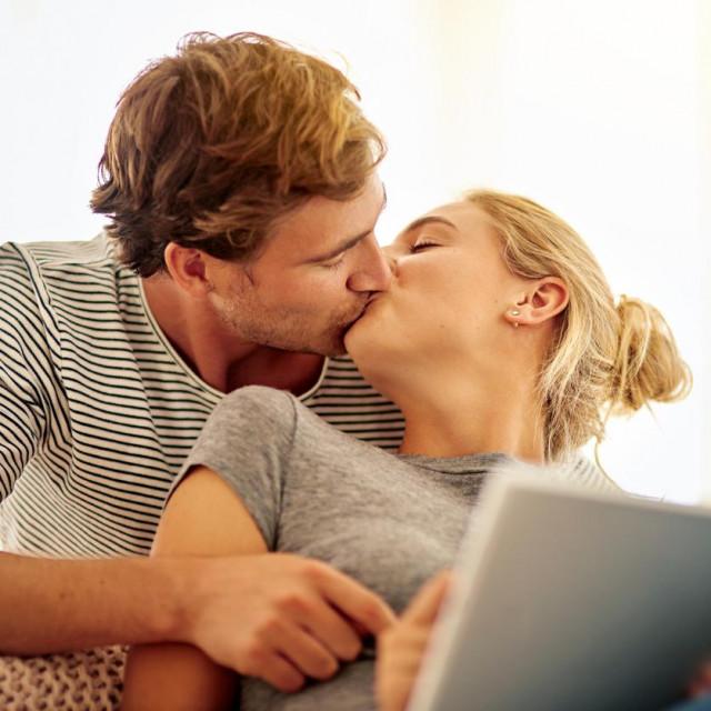 Čak 66 posto ispitanih parova počelo je vezu prijateljstvom, mnogi od njih i višegodišnjim.