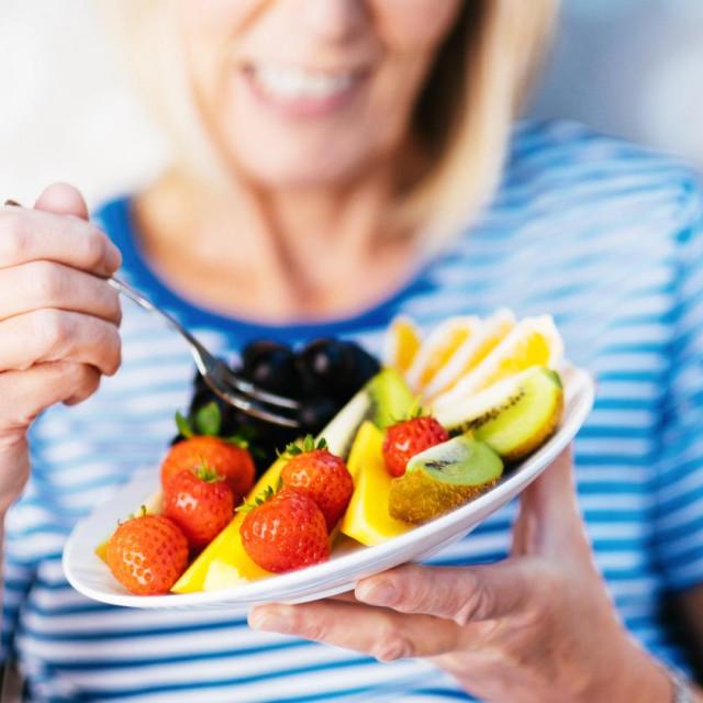 Veća konzumacija specifičnog voća, osobito borovnica, grožđa i jabuka, značajno povezana s manjim rizikom od dijabetesa tipa 2.