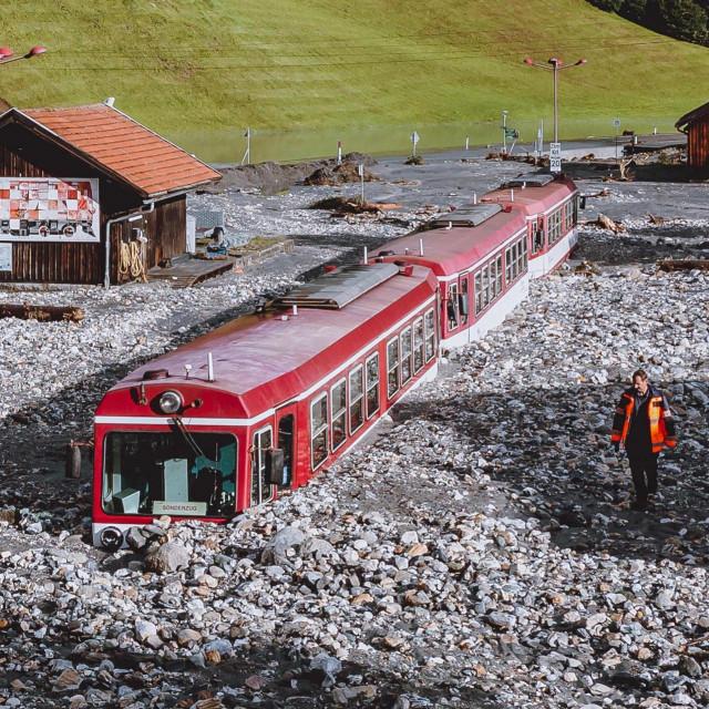 Vlak zapeo u poplavi u austrijskoj općiniWald im Pinzgau blizu Salzburga<br /> <br />