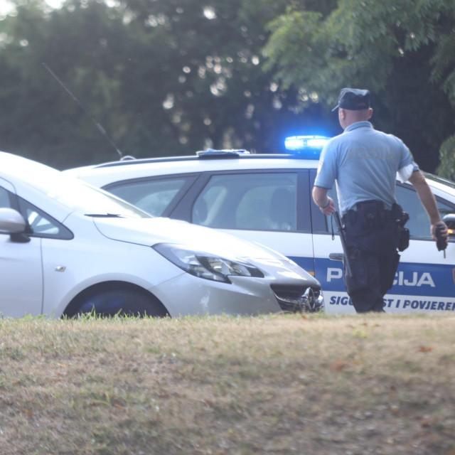 Interventna policija u potrazi za odbjeglim muškarcem