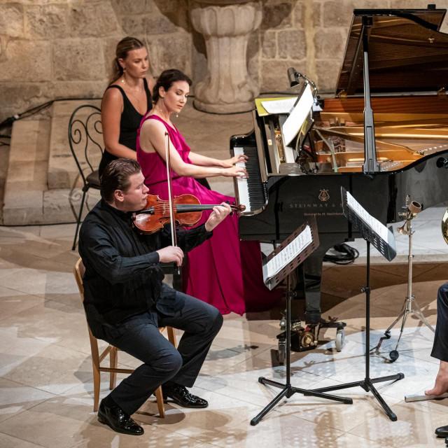 Pijanistica Martina Filjak, hornist Felix Klieser i violinist Andrej Bielow nastupili su na glazbenom dijelu programa Dubrovačkih ljetnih igara