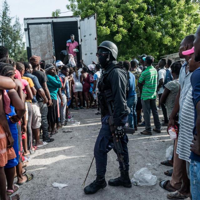 Podjela humanitarne pomoći na Haitiju<br />