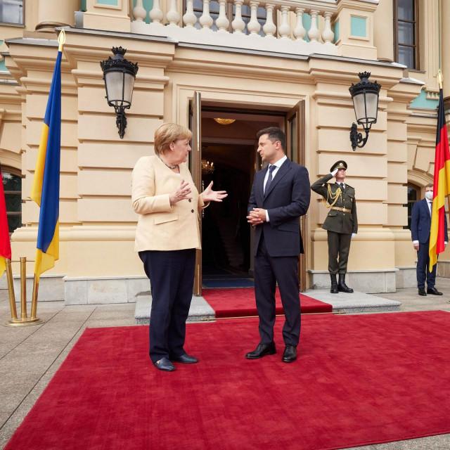 Angela Merkel razgovara s Volodimirom Zelenskim tijekom primanja u Kijevu