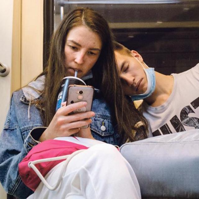 Istraživanje koje je provedeno među studentima osam riječkih fakulteta pokazalo je da ih 75% odobrava kohabitaciju, ali da ih isti postotak namjerava sklopiti brak pred matičarom ili u crkvi