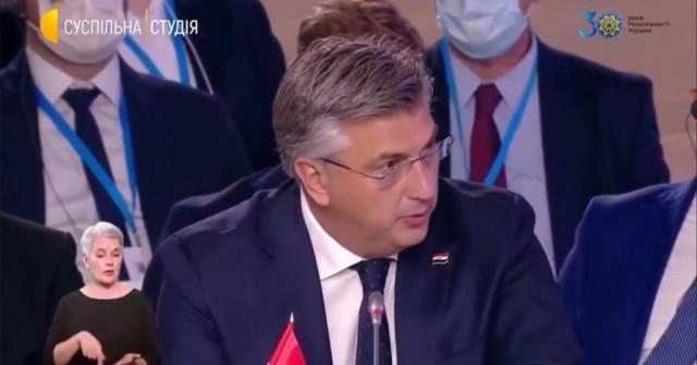Plenkovic na krimskoj konferenciji održao govor na ukrajinskom jeziku i zadnjom rečenicom oduševio sve prisutne : Krim je Ukrajina F_12253385_640