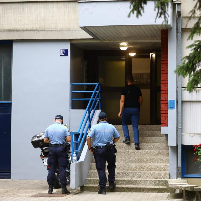 U stanu u Dugavama pronađeno tijelo muškarca, sumnja se na ubojstvo
