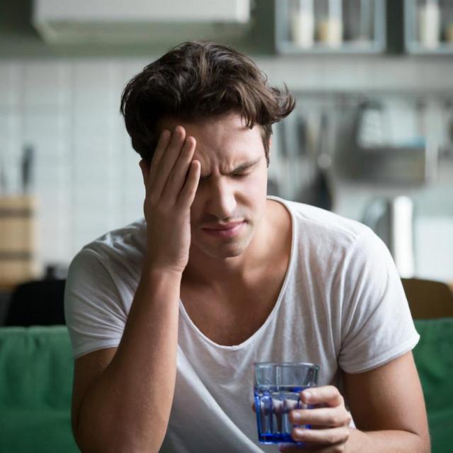 Stres je jedan od glavnih uzroka glavobolje, a ublažavanje napetih mišića može pomoći u smirivanju tenzijske glavobolje.