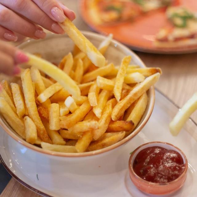 Kad se odlučujete za junk food, možda bi najbolje bilo posegnuti za pomfritom.