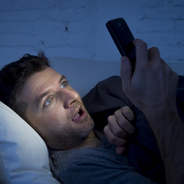 Ako vaš partner gleda pornografiju, razgovor je imperativ, bez obzira na to koliko se neugodno možda osjećate.