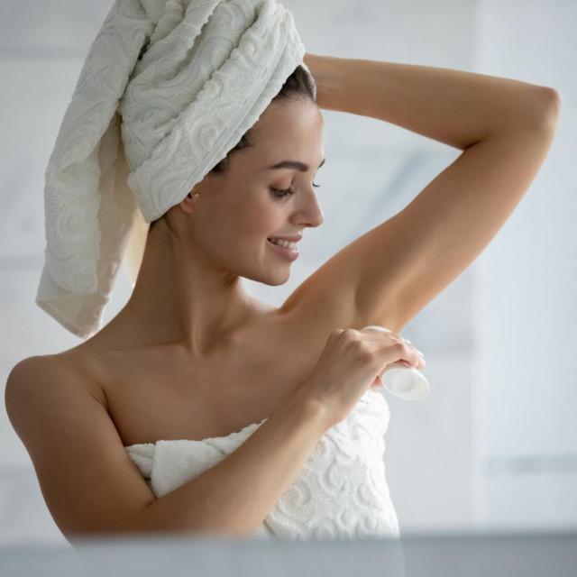 Jedno je istraživanje pokazalo da su dezodoransi i antiperspiranti čak pri vrhu popisa kozmetičkih proizvoda koji uzrokuju alergijske kožne reakcije.