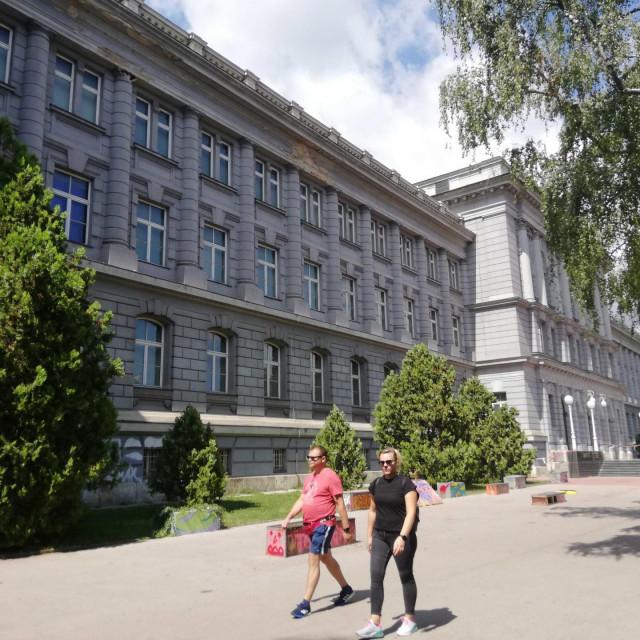 Djelatnici muzeja često upozoravaju građane da se ne približavaju zgradi