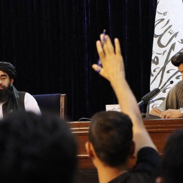 Glasnogovornik talibana Zabihullah Mudžahid održava konferenciju za novinare u Kabulu