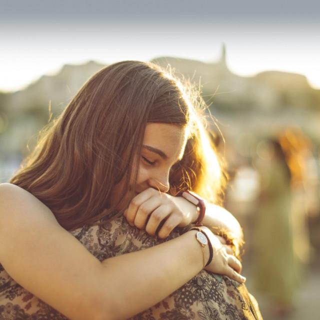 Možda ste se našli na zemlji kako biste se povezali i dovršili sve što nije riješeno u prošlom životu.