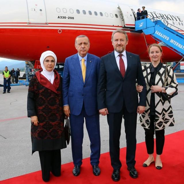 Supružnici Erdogan sa supružnicima Izetbegović.