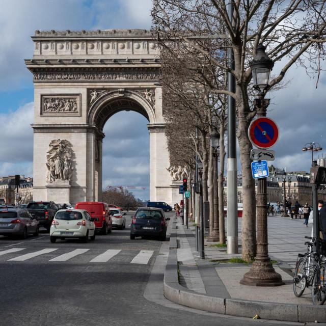 Champs Elysees i Arc de Triomphe, Pariz