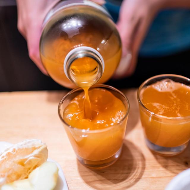Sok od jabuke sadrži visoku razinu prirodnog sorbitola, koji ima ključnu ulogu u borbi protiv zatvora