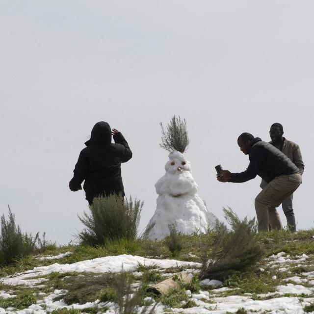 Izrada snjegovića bila je glavna zanimacija proteklog vikenda u JAR-u
