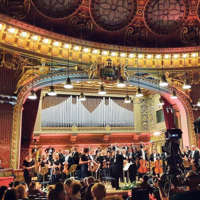 S Filharmonijom su nastupili i Valentin Serban i Jaemin Han, pobjednici natjecanja George Enescu 2020/21.