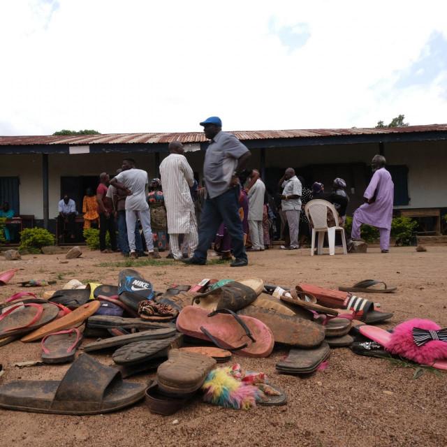 Fotografija od 14. srpnja, pokazuje ostatke dječje odjeće nakon jedne od otmica