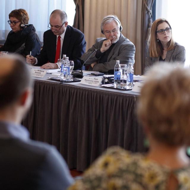 Okrugli stol Vijeća za elektronicke medije u Novinarskom domu