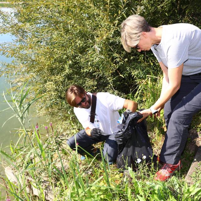 Ministar Tomislav Ćorić i Dunja Mazzocco Drvar pridružili su se čišćenju<br />