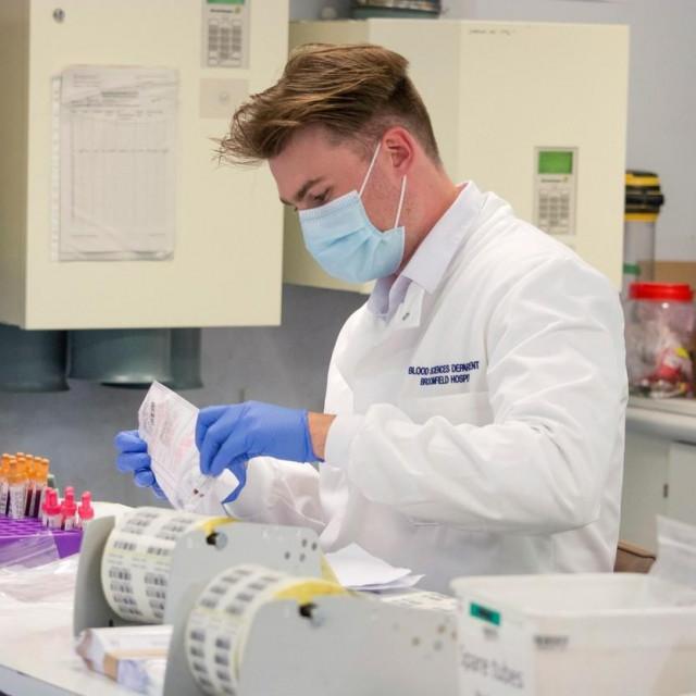 Testiranje krvi u laboratoriju