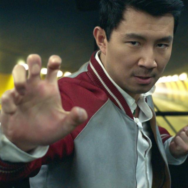 "Simu Liu kao Shang-Chi u filmu ""Shang-Chi i legenda o deset prstenova"""