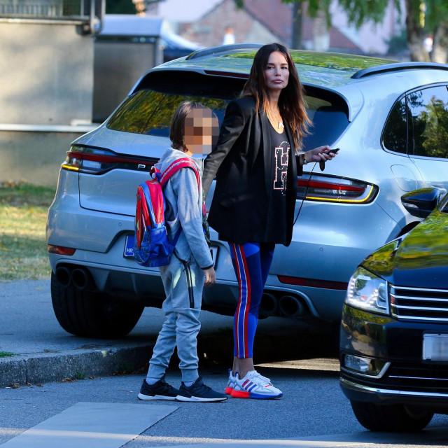 Pjevačica Severina dovodi sina Aleksandra u osnovnu školu