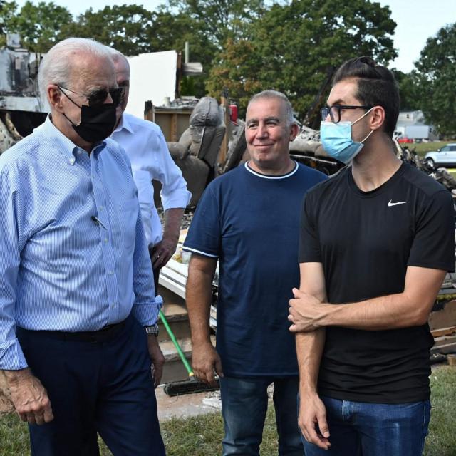 Američki predsjednik Joe Biden obilazi kvart pogođen uraganom Ida