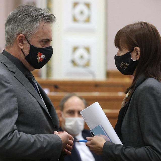 Vesna Vučemilović i Miroslav Škoro.